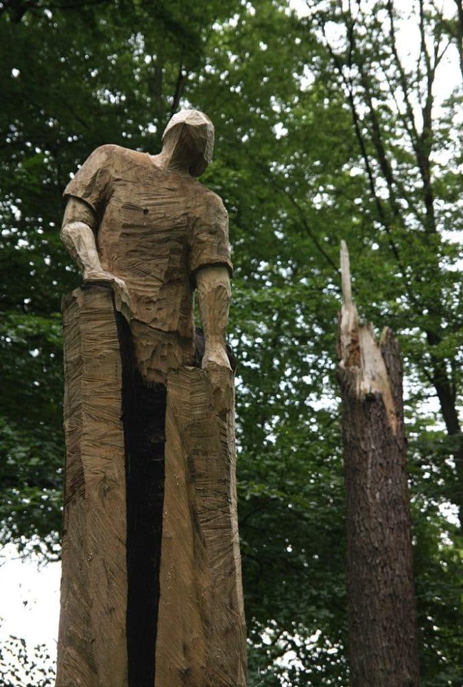 """Skulptur """"Befreiung"""" von Holzbildhauer Leif-Erik Voss"""